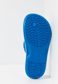 Crocs - CROCBAND FLIP - Pool shoes - bright cobalt/white - 4