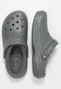Crocs - CLASSIC LINED ROOMY FIT - Zuecos - slate grey/smoke - 1