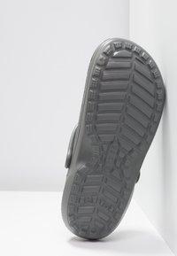 Crocs - CLASSIC LINED ROOMY FIT - Zuecos - slate grey/smoke - 4