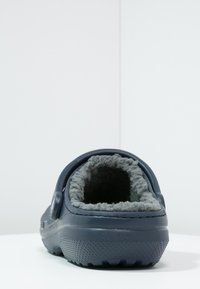 Crocs - CLASSIC LINED ROOMY FIT - Zoccoli - navy/charcoal - 3