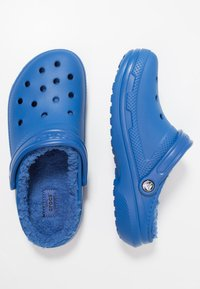 Crocs - CLASSIC LINED ROOMY FIT - Zuecos - blue jean - 1