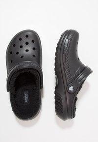 Crocs - CLASSIC LINED ROOMY FIT - Zoccoli - black - 1