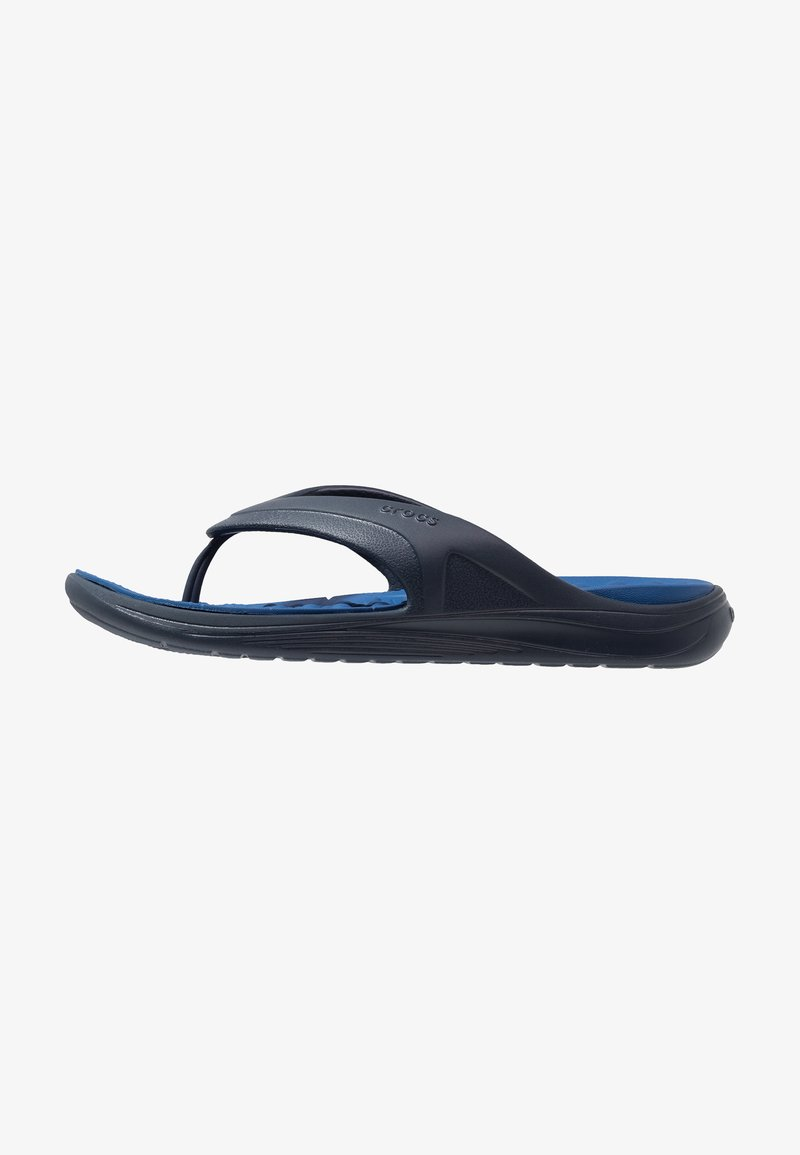 Crocs - REVIVA RELAXED FIT - Bade-Zehentrenner - navy/blue jeans