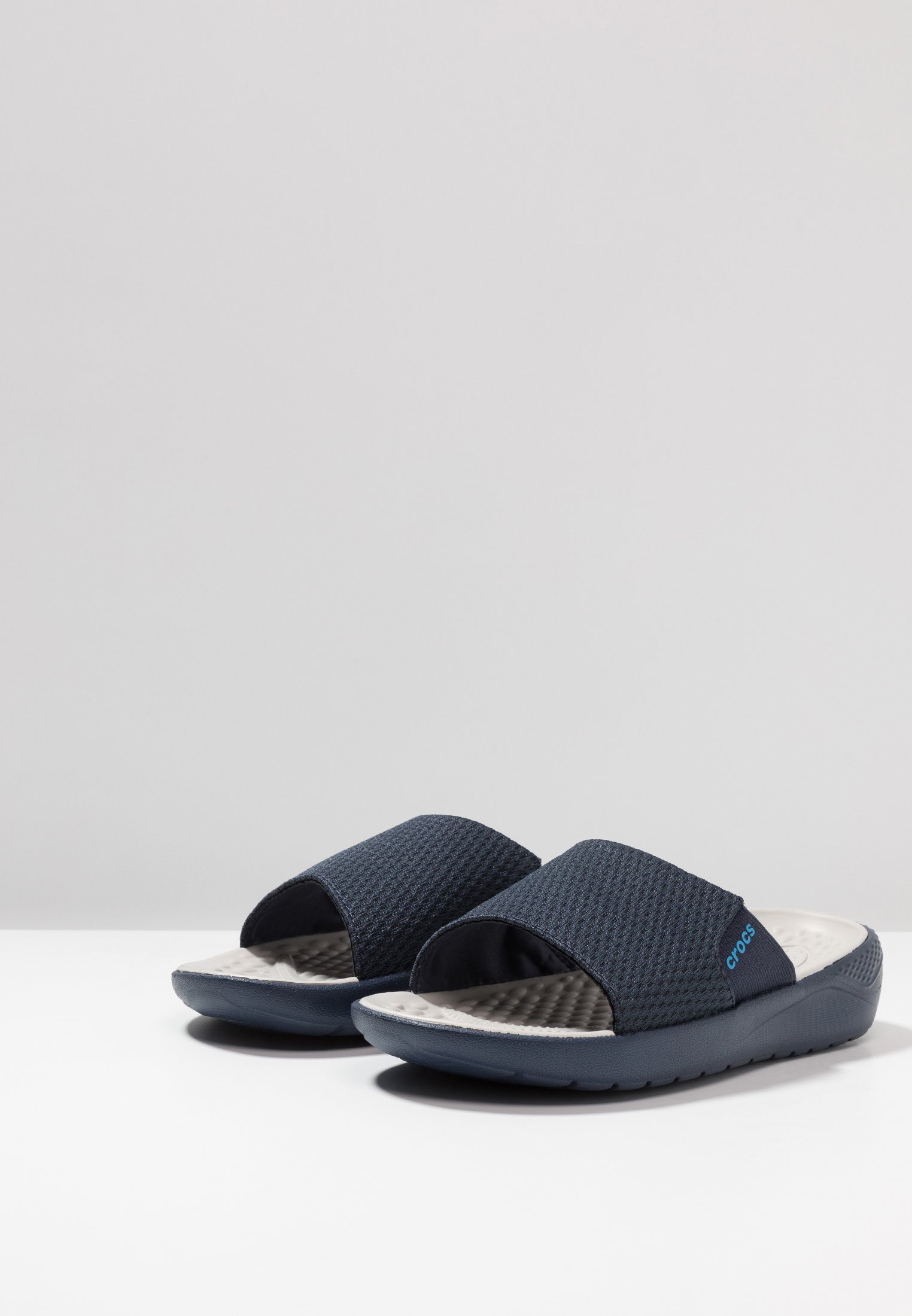 Crocs LITERIDE MESH SLIDE RELAXED FIT - Mules navy/pearl white