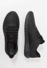 Crocs - LITERIDE PACER  - Sneakersy niskie - black - 1
