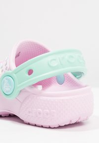 Crocs - FUN LAB CLOG - Chanclas de baño - pink/new mint - 5