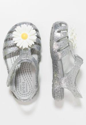 ISABELLA CHARM RELAXED FIT  - Sandały kąpielowe - silver