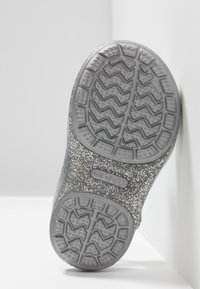 Crocs - ISABELLA CHARM RELAXED FIT  - Chanclas de baño - silver - 5