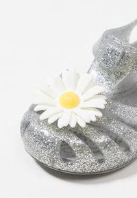 Crocs - ISABELLA CHARM RELAXED FIT  - Chanclas de baño - silver - 2