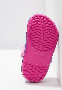 Crocs - CROCSFL PAW PATROL BAND CLG  - Sandales de bain - fuchsia - 4