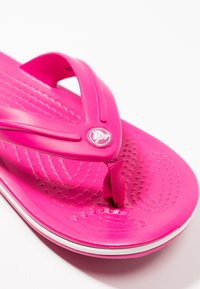 Crocs - CROCBAND RELAXED FIT - Teenslippers - candy pink - 2