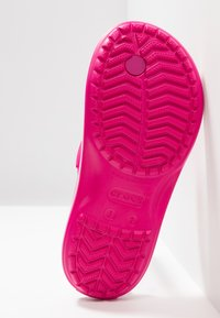 Crocs - CROCBAND RELAXED FIT - Teenslippers - candy pink - 5