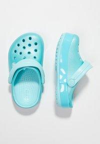 Crocs - CROCBAND ICE POP CLOG - Sandales de bain - ice blue - 3