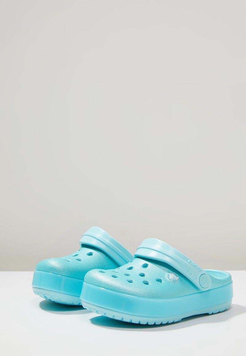 Crocs - CROCBAND ICE POP CLOG - Sandales de bain - ice blue