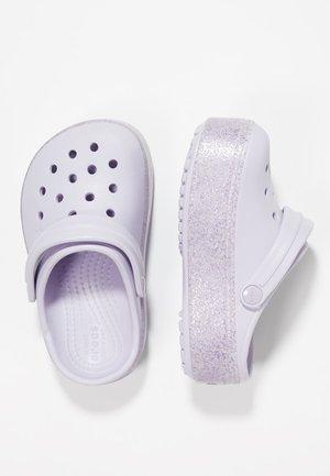 CROCBAND PLATFORM CLOG - Sandales de bain - lavender sparkle