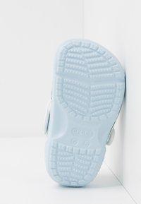 Crocs - DISNEY FROZEN 2 - Sandały kąpielowe - mineral blue - 4