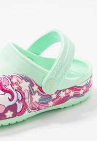 Crocs - FUNLAB UNICORN BAND - Chanclas de baño - neo mint - 2