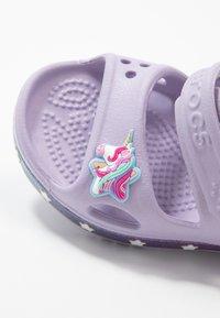 Crocs - UNICORN CHARM - Sandały kąpielowe - lavender - 2