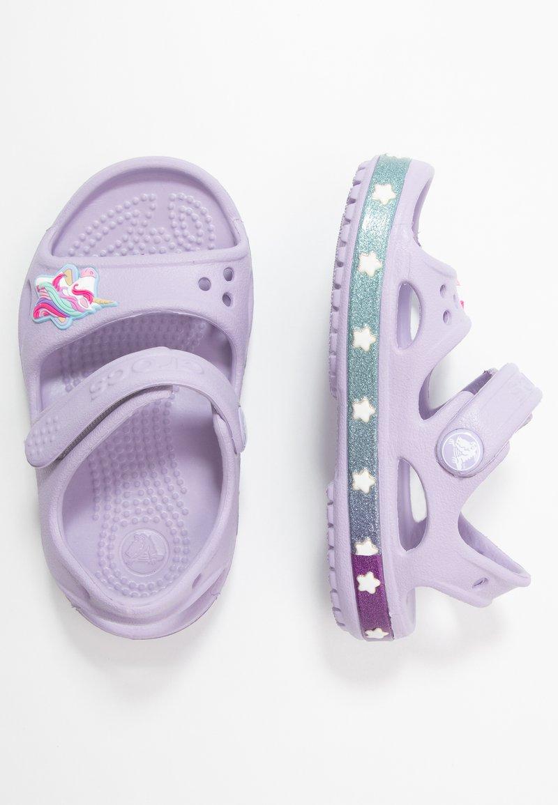 Crocs - UNICORN CHARM - Sandały kąpielowe - lavender