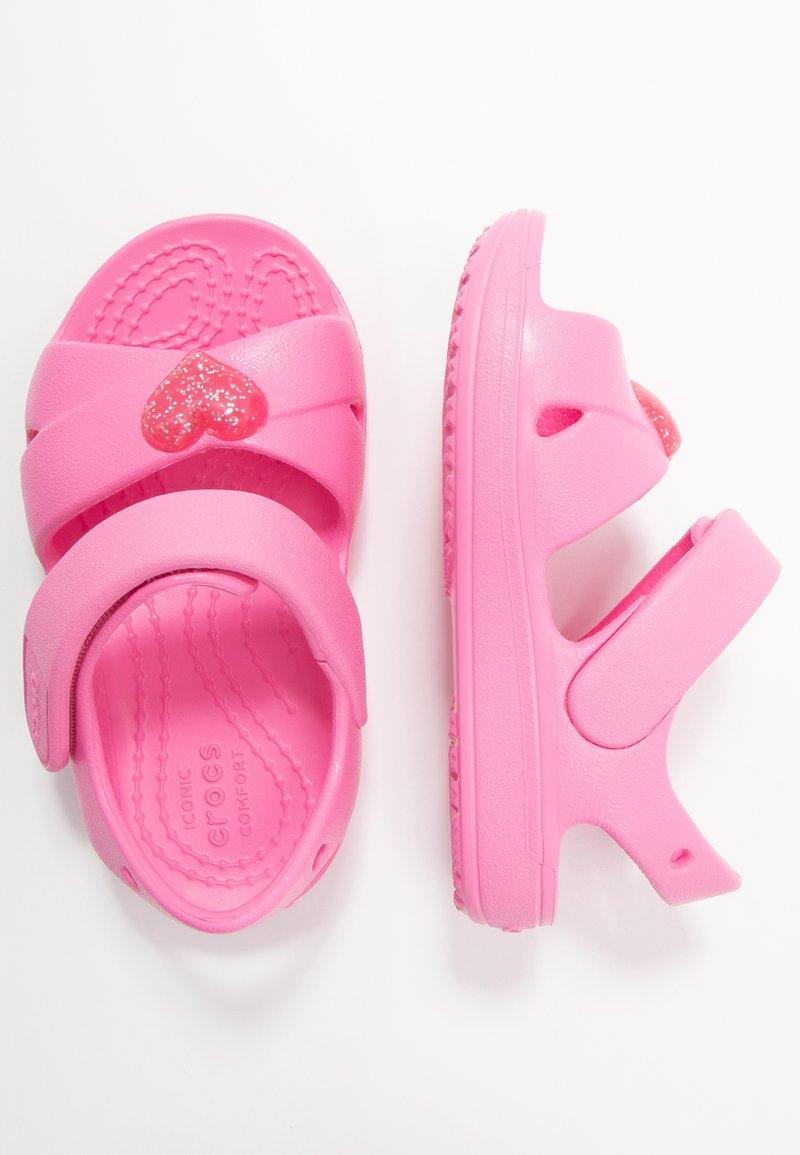 Crocs - CLASSIC CROSS STRAP - Chanclas de baño - pink lemonade