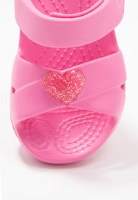 Crocs - CLASSIC CROSS STRAP - Chanclas de baño - pink lemonade - 2