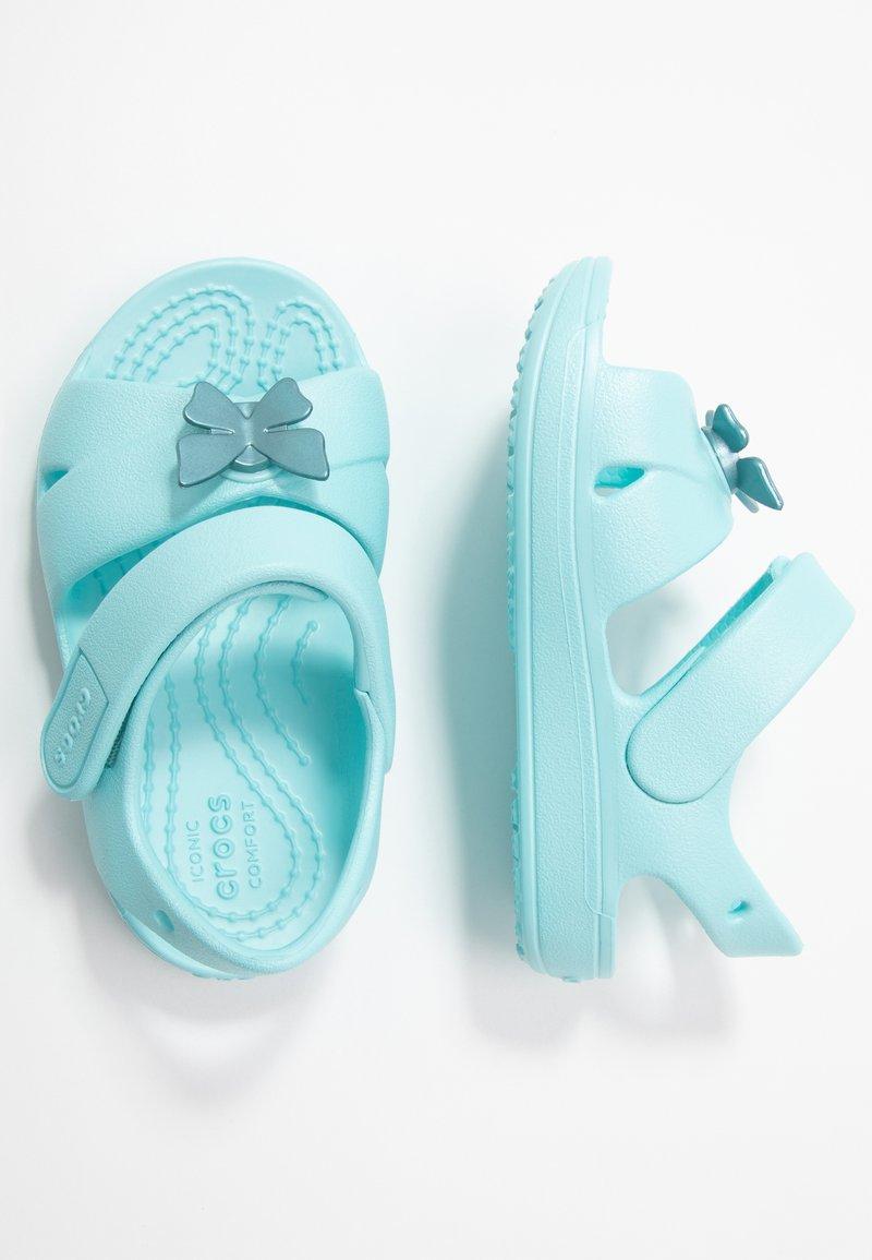 Crocs - CLASSIC CROSS STRAP - Sandały kąpielowe - ice blue