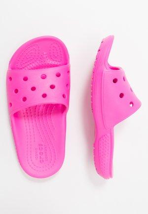 CLASSIC SLIDE - Sandály do bazénu - electric pink