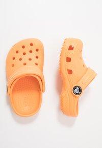 Crocs - CLASSIC - Zuecos - cantaloupe - 0