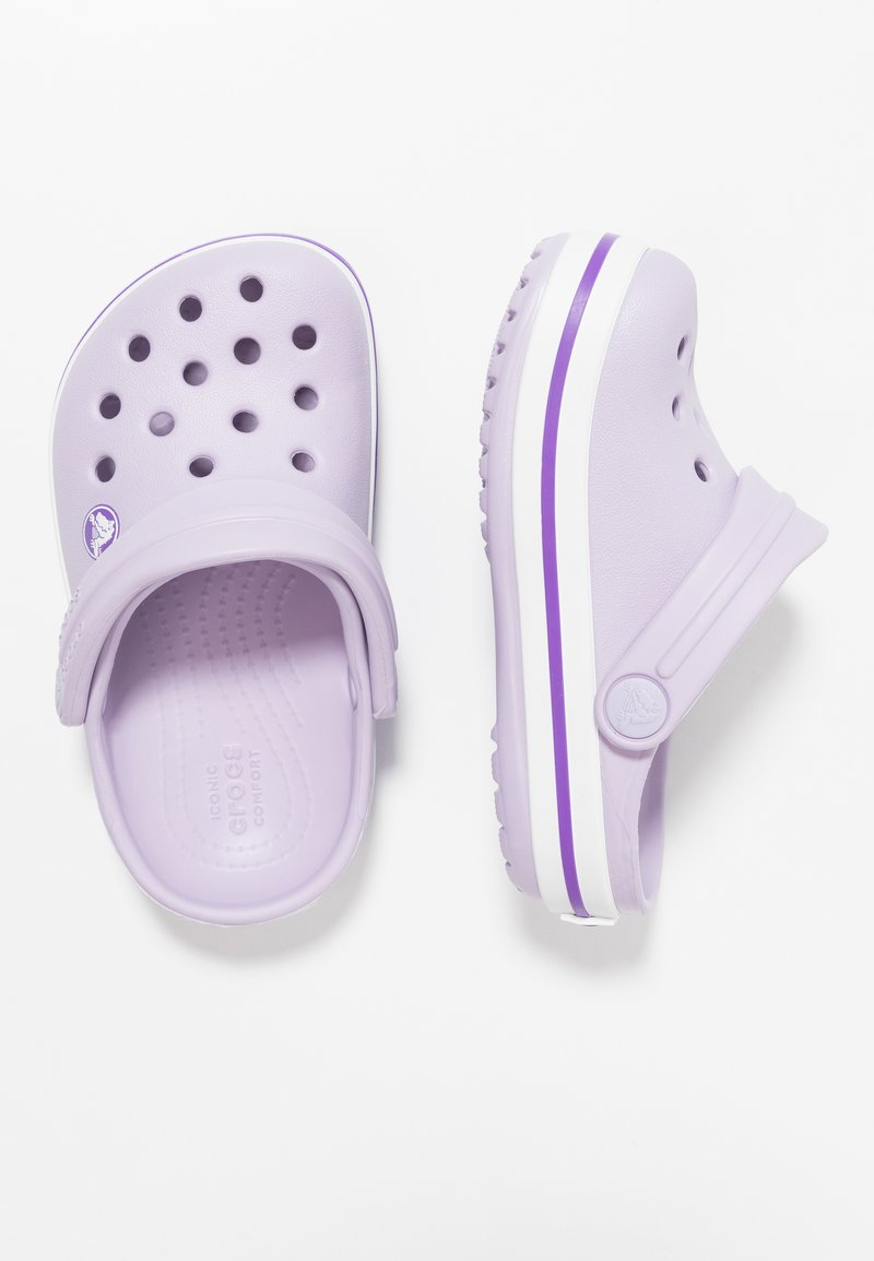 Crocs - CROCBAND RELAXED FIT - Sandały kąpielowe - lavender/neon purple