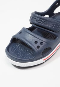 Crocs - Chanclas de baño - navy/white - 5