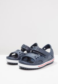 Crocs - Chanclas de baño - navy/white - 3