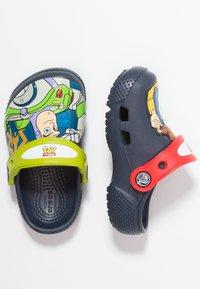 Crocs - BUZZ CLOG - Chanclas de baño - navy - 1