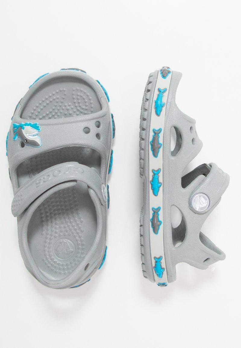 Crocs - SHARK BAND - Sandały kąpielowe - light grey