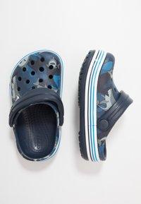 Crocs - CROCBAND SHARK - Chanclas de baño - navy - 0