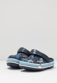Crocs - CROCBAND SHARK - Chanclas de baño - navy - 3