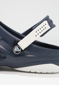 Crocs - SWIFTWATER DECK - Badslippers - navy/white - 5