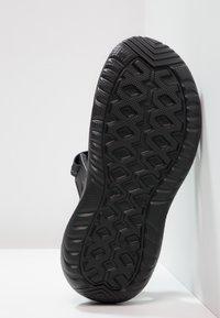 Crocs - SWIFTWATER - Badesandale - black - 4