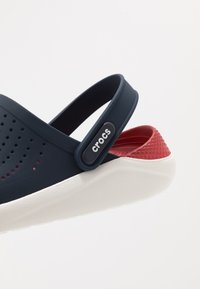 Crocs - LITERIDE RELAXED FIT - Clogs - navy/pepper - 5
