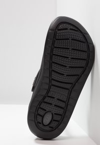 Crocs - LITERIDE RELAXED FIT - Drewniaki i Chodaki - black/slate grey - 4
