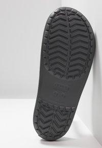Crocs - SLIDE - Chanclas de baño - slate grey/white - 4