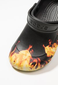 Crocs - BISTRO GRAPHIC - Muiltjes - black - 6