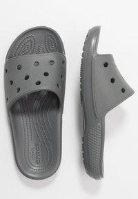 Crocs - CLASSIC SLIDE - Sandales de bain - slate grey - 3
