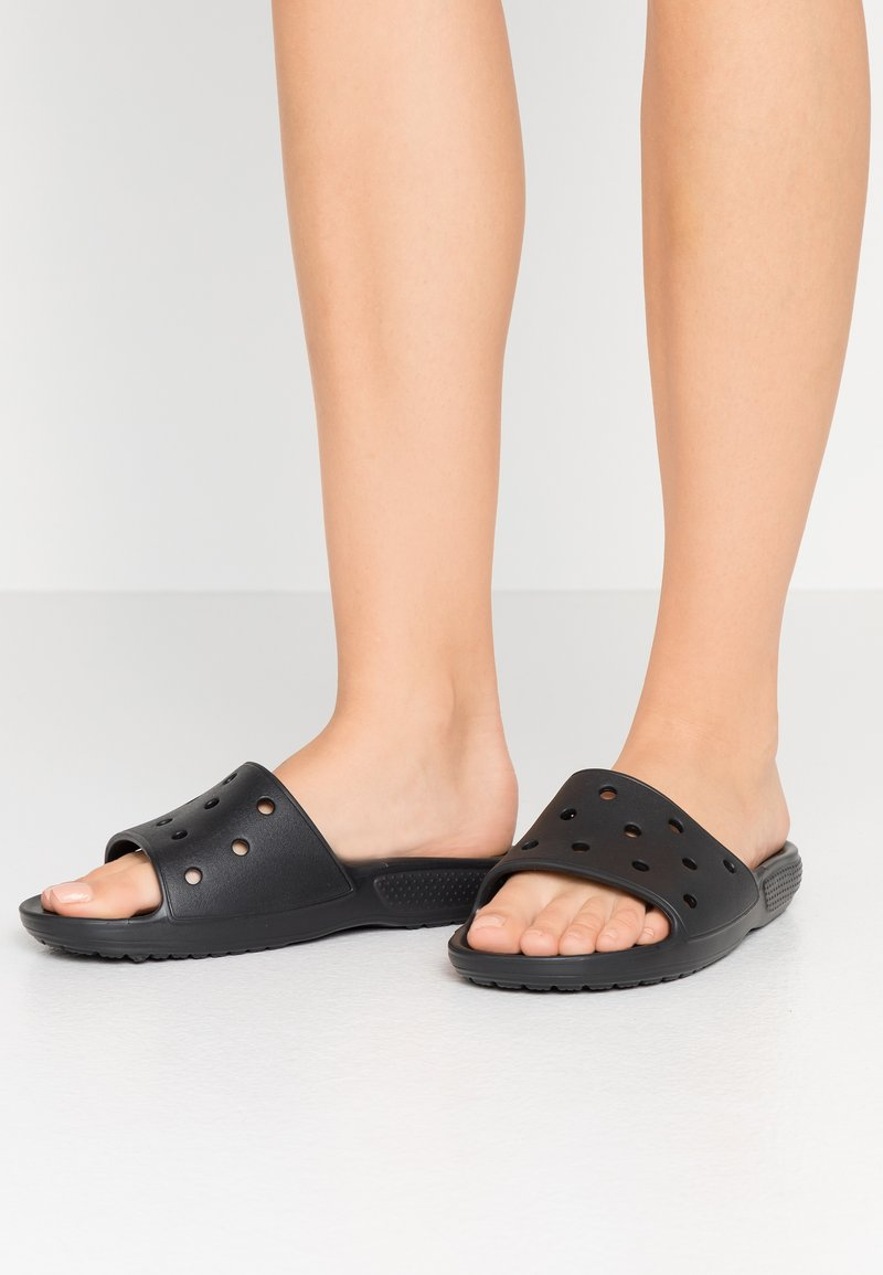 Crocs - CLASSIC SLIDE - Sandały kąpielowe - black