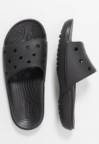 Crocs - CLASSIC SLIDE - Sandały kąpielowe - black - 3