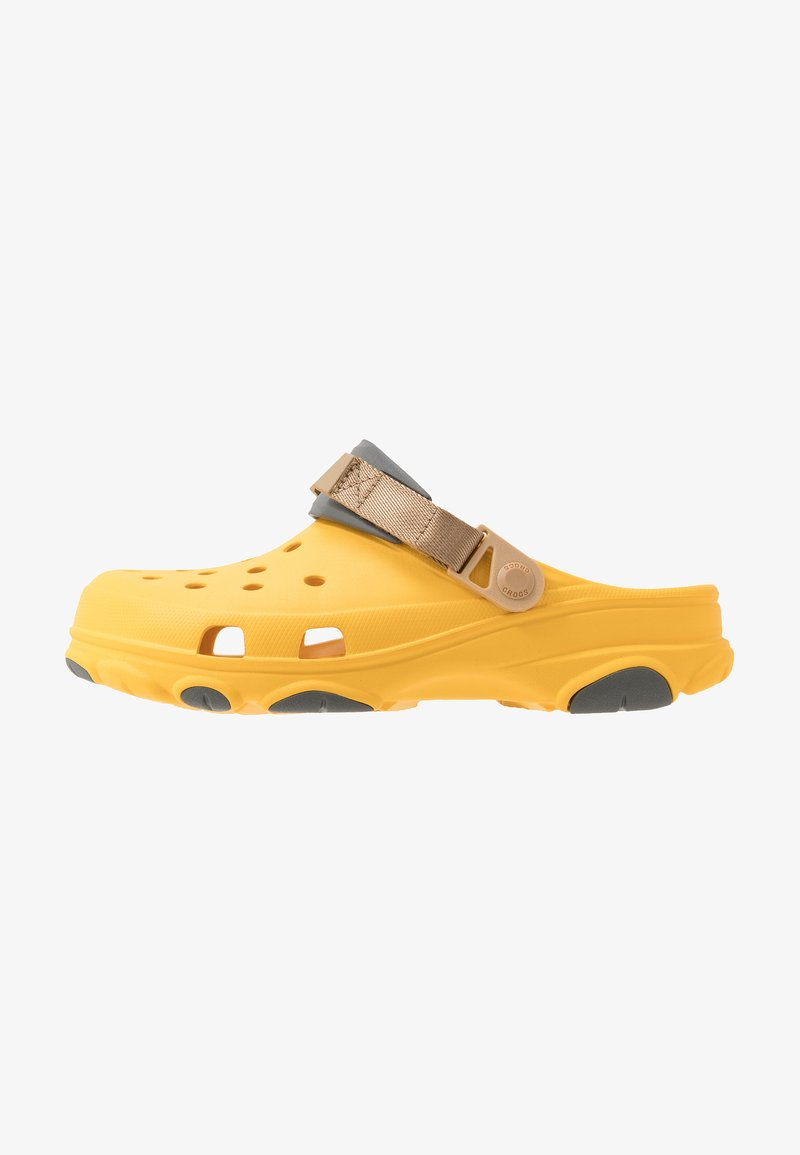 Crocs - CLASSIC ALL TERRAIN  - Drewniaki i Chodaki - canary