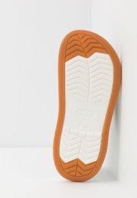 Crocs - CROCBAND FULL FORCE  - Sandały kąpielowe - navy/white - 4