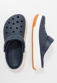 Crocs - CROCBAND FULL FORCE  - Sandały kąpielowe - navy/white - 1