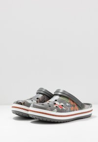 Crocs - CROCBAND BOTANICAL PRINT - Clogs - slate grey/white - 2