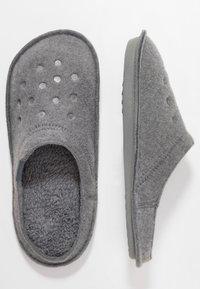 Crocs - CLASSIC - Pantuflas - charcoal - 1