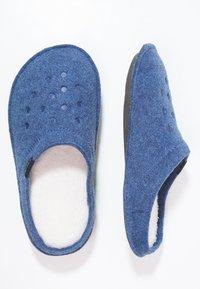 Crocs - CLASSIC - Pantuflas - cerulean - 1